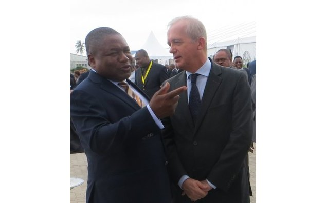 Président la République et Ambassadeur de France: Inauguration de la piste de l´Aéroport international de Maputo.